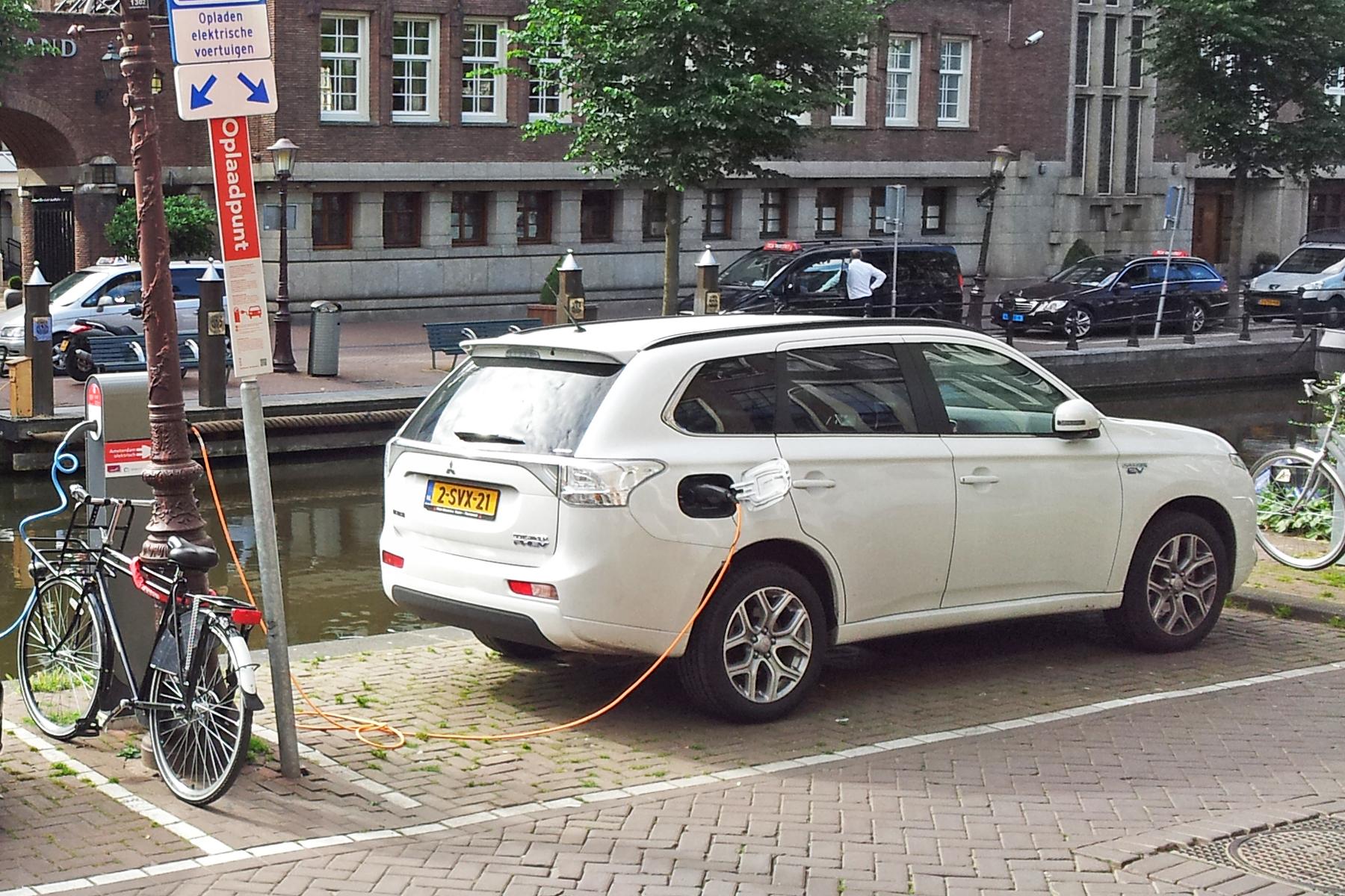Mitsubishi Outlander Phev Drives Record Used Phev Sales
