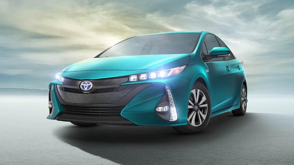 2017_Toyota_Prius_front