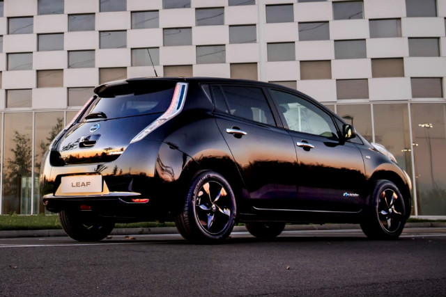 nissan_leaf_black_edition