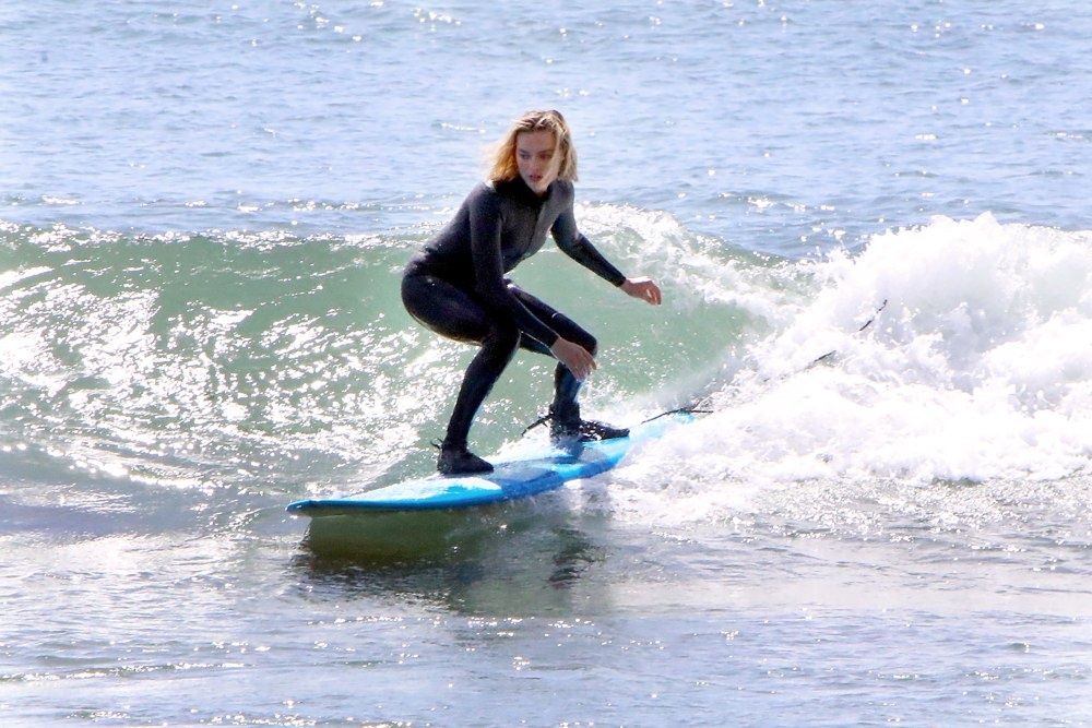 Nissan_Electric_Vehicles_and_sustainability_ambassador_Margot_Robbie_surfing
