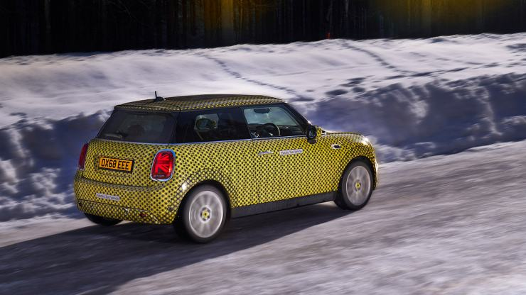 ev mini side in snow